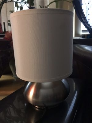 1- Small side table lamp for Sale in Chicago, IL