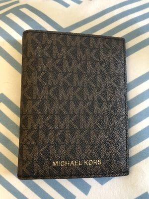Michael Kors Bedford Travel Passport Wallet for Sale in Virginia Beach, VA