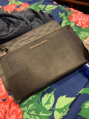 Michael Kors lg blk leather wristlet for Sale in Fort Worth, TX