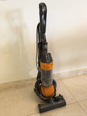 Dyson DC25 Ball vacuum for Sale in Virginia Gardens, FL