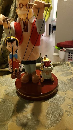 Disney Geppetto and Pinocchio statue for Sale in St. Petersburg, FL