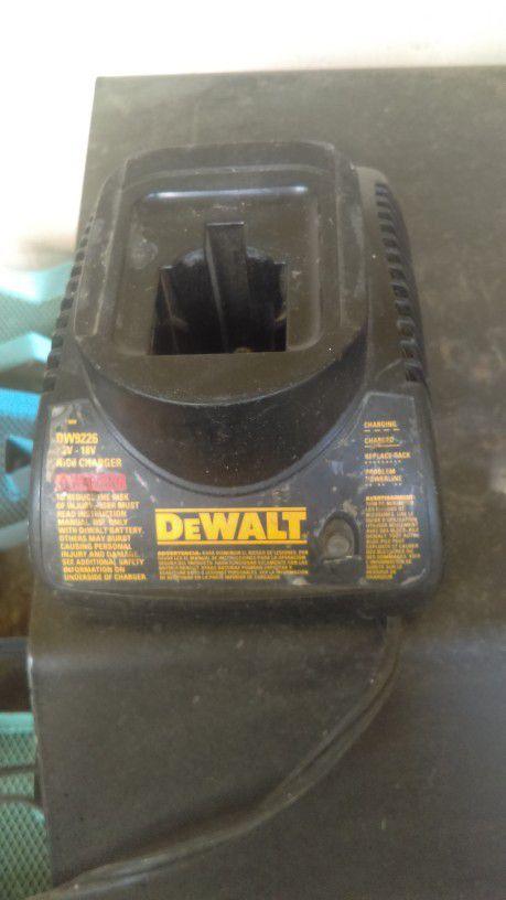 Cargador dewalt 18 volts