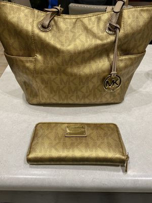Michael Kors Medium Size Gold Tote and Wallet for Sale in Glendale, AZ
