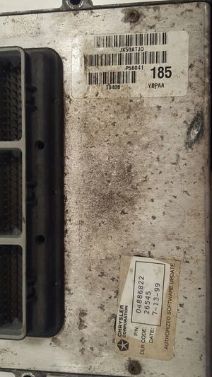 jeep wrangler 2000 ecu with 98600 miles from jeep running 2.5 4 cyl fit 97 up years also more parts available tj 96 -06 for Sale in Miami Beach, FL