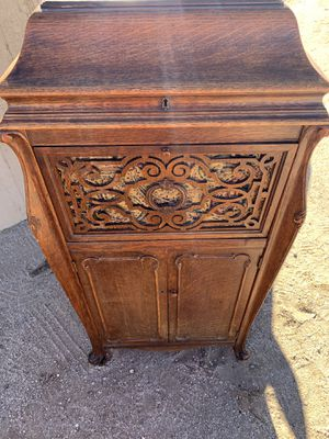 Antique 1913 Silvertone windup Phonograph in Oak Cabinet for Sale in Henderson, NV