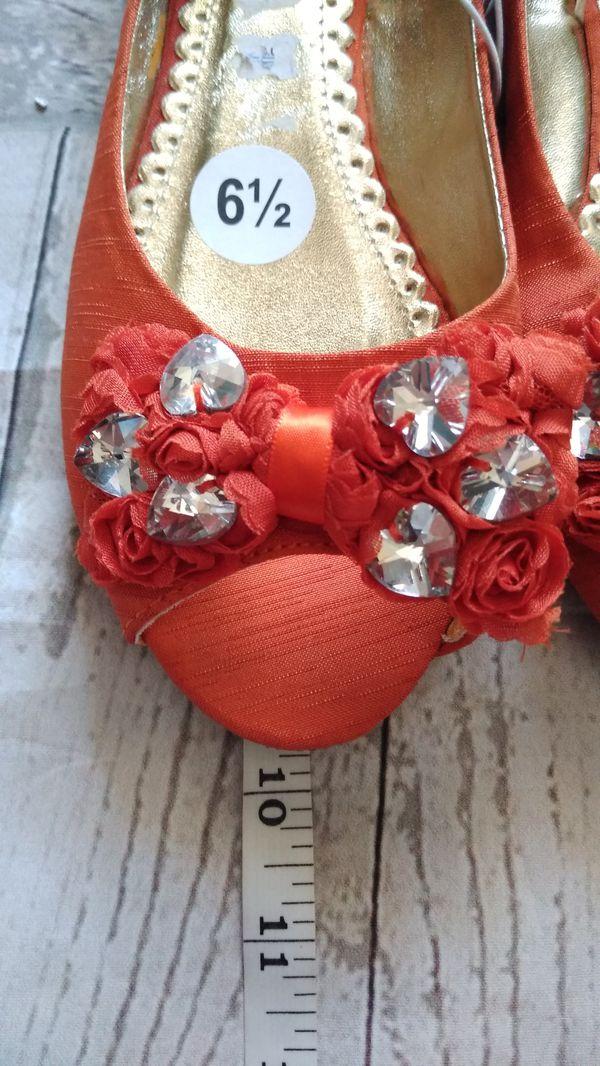 Brand New Beautiful Dollhouse Sandals , women's size 6.5 ( never worn )
