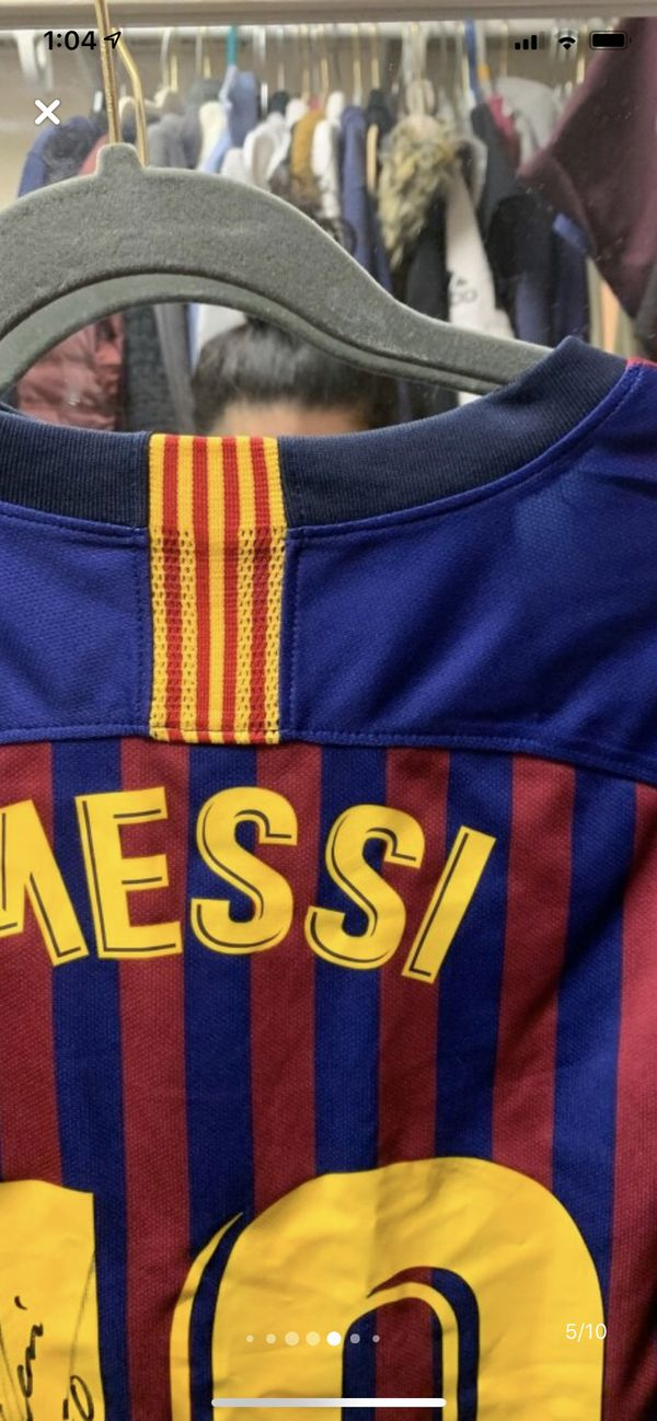 SIGNED LEO MESSI JERSEY