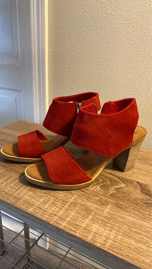 TOMS Red suede sandals for Sale in Cashmere, WA