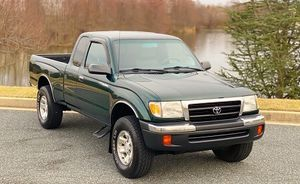 ( Traction 4x4 ) TOYOTA TACOMA 2000 SUPER CLEAN! for Sale in Macon, GA