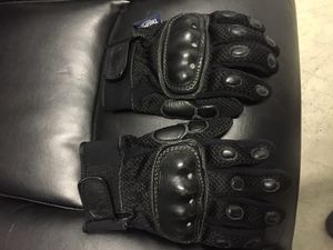 Triumph riding gloves for Sale in Streamwood, IL