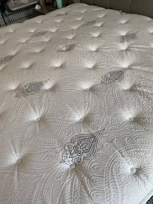 KING Beautyrest pillow top mattress! for Sale in Mission Viejo, CA