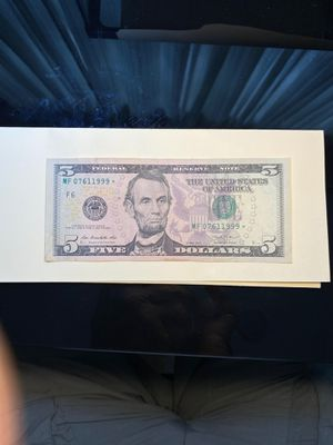 5 dollar bill with star and ending 1999 bill circulated in good condition for Sale in Zephyrhills, FL