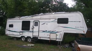 30 foot 5th wheel camper for Sale in Jacksonville, FL