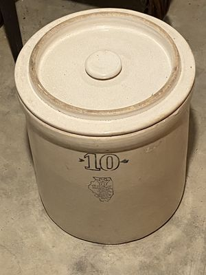 Antique croc pot with lid for Sale in St. Louis, MO