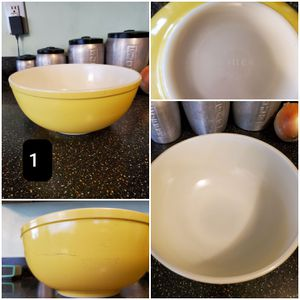 Vintage Pyrex Primary Yellow 4qt 404 Mixing Bowls for Sale in Long Beach, CA