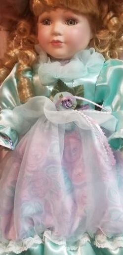 Victorian Garden Collection Porcelain Doll for Sale in Baldwin Park,  CA