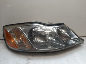 2000 2001 2002 2003 2004 Toyota Avalon headlight for Sale in Lynwood, CA