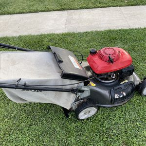 Lawnmower honda hrt216 starts right up for Sale in South Gate, CA