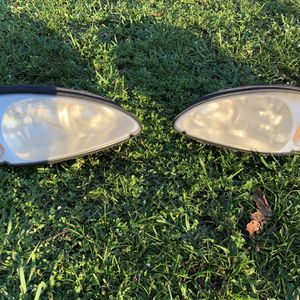 2004 PT Cruiser Headlight Pair for Sale in Miami, FL