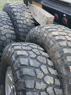 37 12.50 17 BFG KM2 On Jeep 5x5 Wheels for Sale in Sandy,  OR