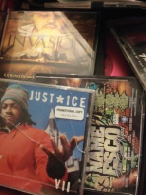 200 hundred cds all hip hop and R and B. for Sale in Waterbury, CT