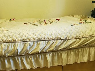Twin White Bed With 3 Large Drowers for Sale in Renton,  WA
