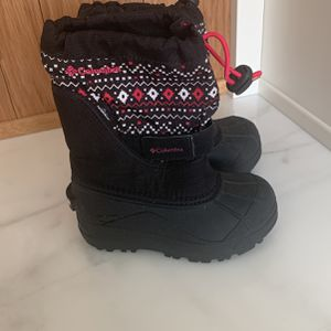 Columbia Snow Boots Girl Size 11 for Sale in Fontana, CA