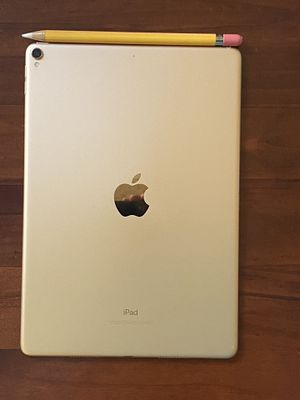 Apple iPad Pro 10.5 256 GB ROSE GOLD for Sale in Los Angeles, CA