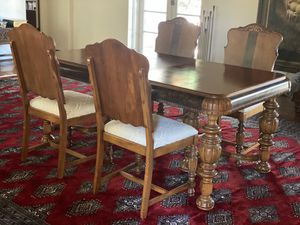 1920s Victorian Style, Walnut Dining Room Table & Chairs (5 Piece Set) for Sale in Pasadena, CA