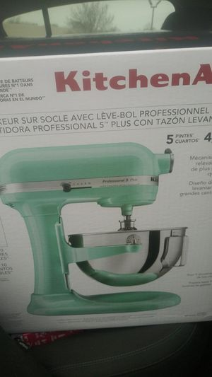 Kitchen aid professional pro 5 plus stand mixer for Sale in Houston, TX
