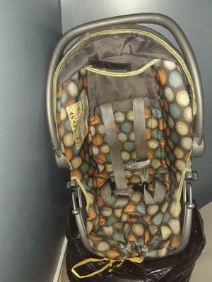 Baby car seat for Sale in Niles, MI
