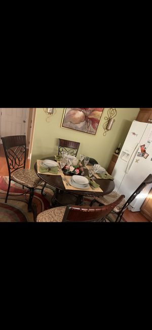 Beautiful 4 seater breakfast table!!!! for Sale in Clearwater, FL