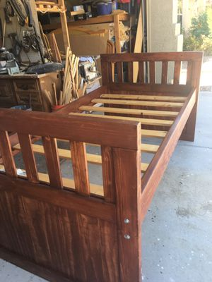 Cama twin reforzada madera sólida semi new for Sale in Avondale, AZ