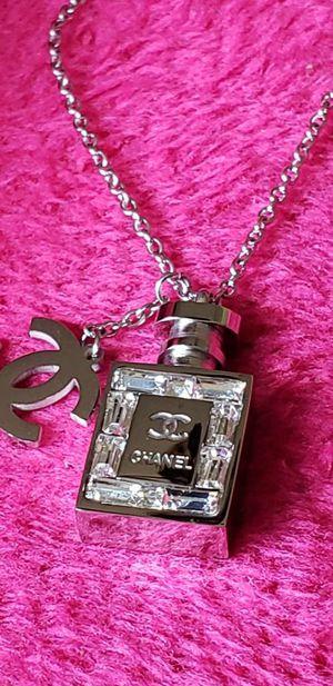 Stunning perfume bottle pendant ☆☆☆ for Sale in Houston, TX