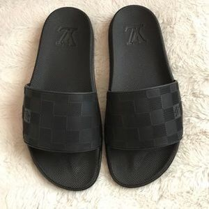 Used in good condition Louis Vuitton checkers sandals for Sale in Chicago, IL