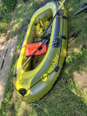 Two person inflatable raft heavy duty fish Hunter for Sale in Columbia, MO