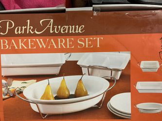 15% off if p/u by 7/6....! 6 piece white and metal rack bakeware set for Sale in Katy,  TX