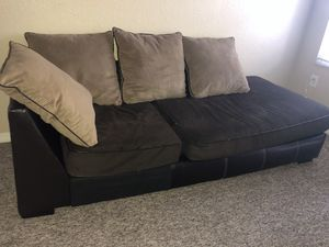 Small sectional couch in great condition for Sale in St. Petersburg, FL