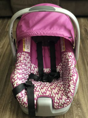 Evenflo Infant Girl Car Seat (w/ Base) for Sale in Anderson, SC