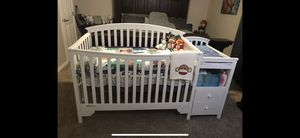 White Delta crib with changing table for Sale in Houston, TX
