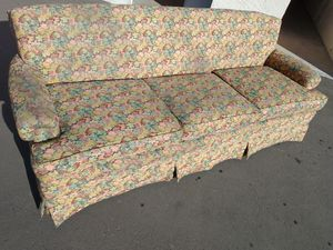 Floral theme couch FREE DELIVERY for Sale in Spring Valley, CA