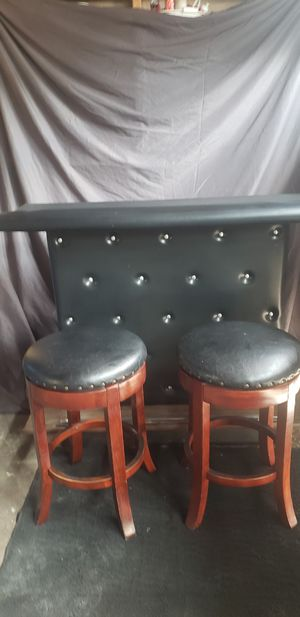 Bar and 2 barstools for Sale in Las Vegas, NV