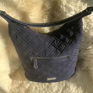 Classic Chic 🦋⚡️ Navy Hobo Bag by Vera Bradley Brand: Vera Bradley Condition : Preloved 💘 ✨Excellent ✨ Color : Navy Blue Material : Qui for Sale in Irvington, NY