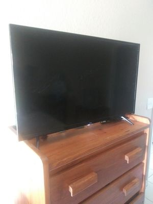 Tcl smart tv with roku 32 inch for Sale in Cape Coral, FL