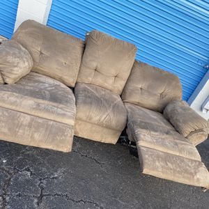 Brown Microfiber Recliner Couch - Normal Wear No Tears for Sale in Roseville, MI
