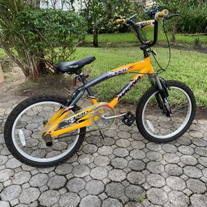 Magna Torrid Kids bicycle yellow for Sale in Pembroke Park, FL
