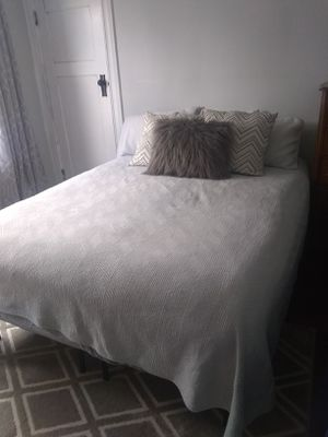 Beauty rest queen bed for Sale in Taunton, MA