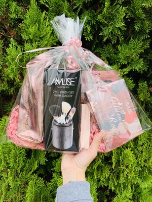 Makeup brush gift set 💕 for Sale in Chino Hills, CA