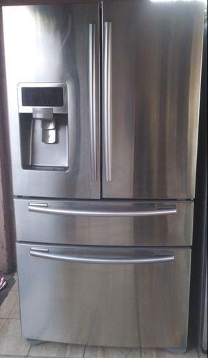 Stainless steel Samsung French 4 doors refrigerator... for Sale in Los Angeles, CA