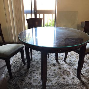 """Dining Table With 4 Chairs """"FREE"""" for Sale in Los Angeles, CA"""